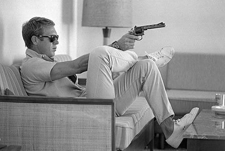 Steve McQueen at home with pistol<br/>