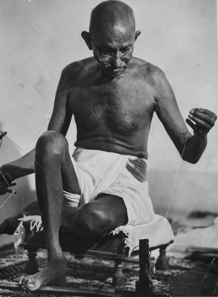 Gandhi with thread, India, 1946<br/>