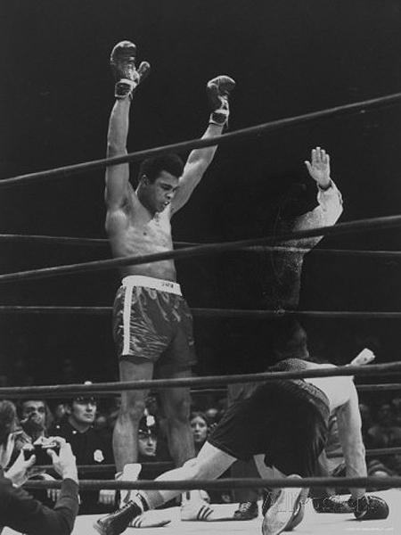 Muhammad victorious after knocking out Oscar Bonavena in Madison Square Garden, 1970 Gelatin Silver print