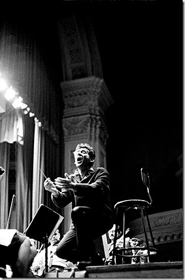 Leonard Bernstein conducting Mahler's Second Symphony during a New York Philharmonic rehearsal, 1960<br/>