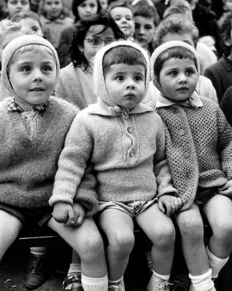 Children at a Puppet Theater, Paris, 1963 (version II) Gelatin Silver print