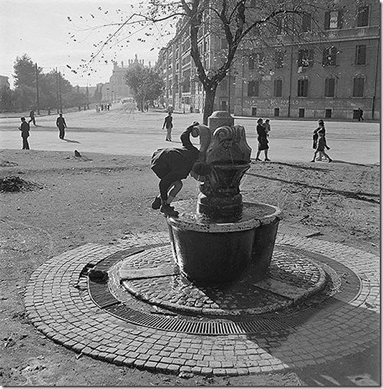 Water fountain in the piazza Santa Croce in Gerusalemme, Italy, 1947<br/>
