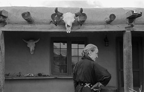 Georgia O'Keeffe and skull, Abiquiu, New Mexico, 1960<br/>
