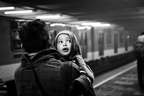A father and child from El Salvador leaving Mexico City with 1500 other people on November 15, 2016<br/>